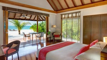 Maldives_Hotels_Resorts_LUX_Maldives_Beach_Pool_Villa